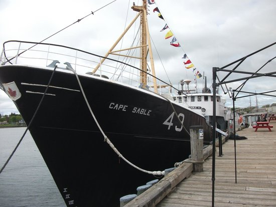 Fisheries Museum of the Atlantic: Ship...you can go