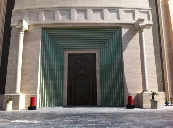 Qatar: Huge Gate