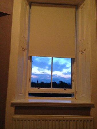 B+B Edinburgh: Vie of sky from room @ close to 11pm