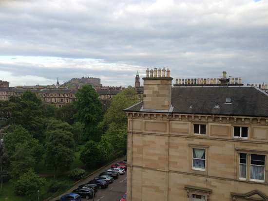 B+B Edinburgh: View out 4th floor room in front of hotel