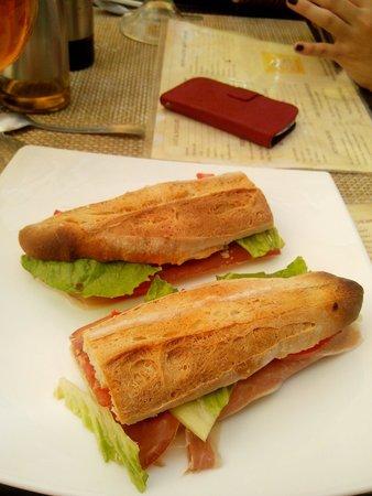 Cafe Creme: Baguette queso de cabra.