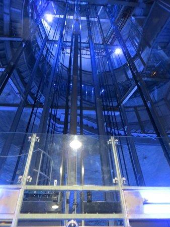 Uhrturm: ...но можно и на лифте :)