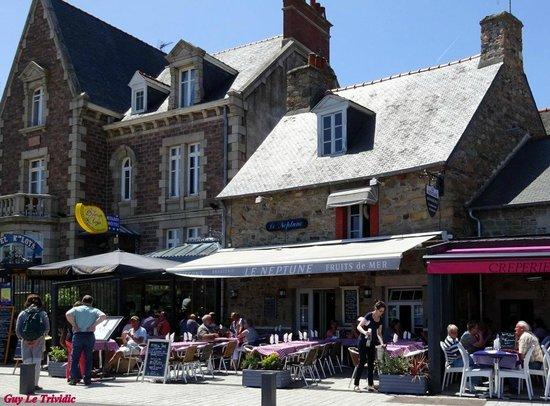 Le neptune et sa terrasse, 23, quai Morand 22500 Paimpol