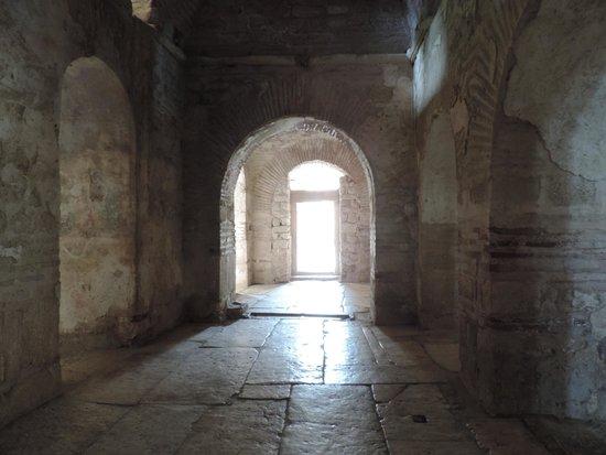 Smooth Travel: St. Nicolas Church