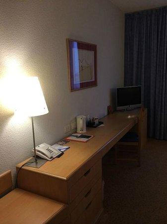 Novotel Torino : Desk in room