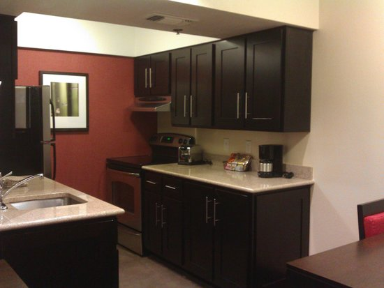 HYATT House Dallas/Las Colinas: Kitchen in the hotel room