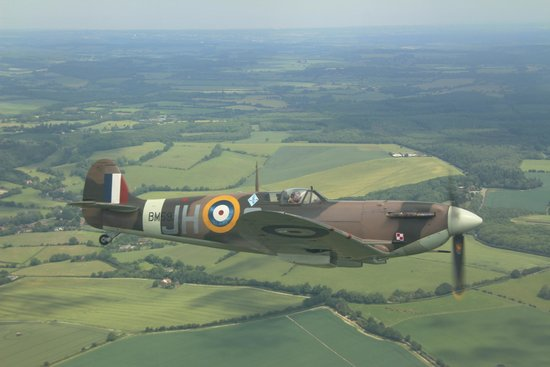 Castaways B&B and Guest House: 'Flying with a Spitfire' from Lydd Airport just down the road