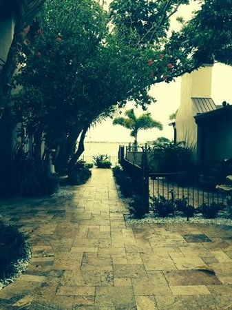 Pasa Tiempo Private Waterfront Resort: entry...