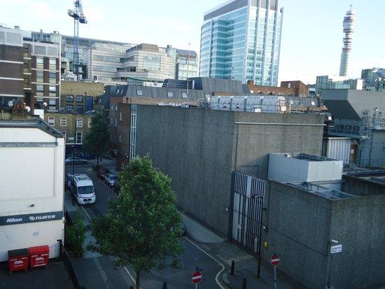Ibis London Euston St Pancras: Vista do quarto