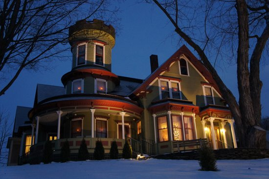 Maplecroft Bed And Breakfast: Maplecroft on a WInter Night