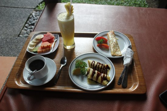 Tunjung Mas Bungalows: Breakfast