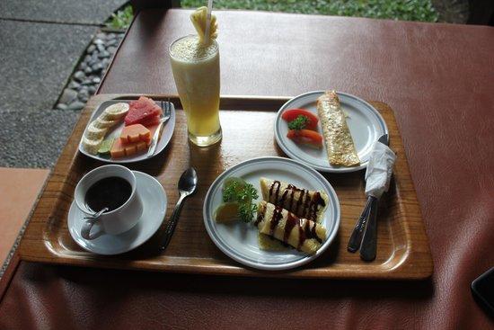 Tunjung Mas Bungalows and Resort: Breakfast