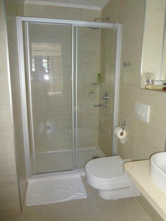 Hotel Delfin: Salle de bain
