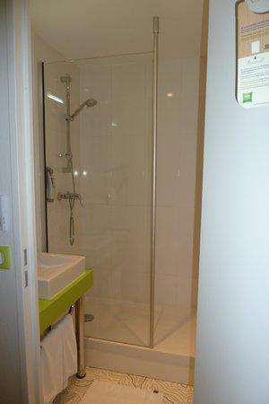 Ibis Styles Bordeaux Saint Medard: Salle de bain