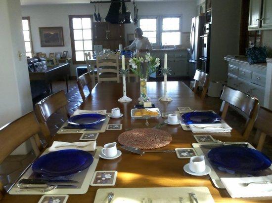 Kate Stanton Inn : Breakfast table awaits