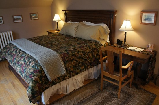Maplecroft Bed And Breakfast: George Mackie Room