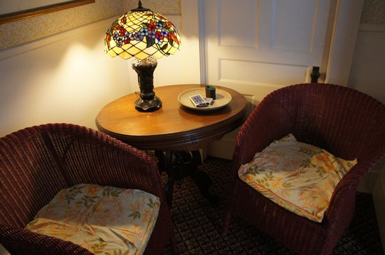 Maplecroft Bed And Breakfast: Lounge
