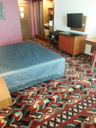 Empress Hotel: Airy large rooms