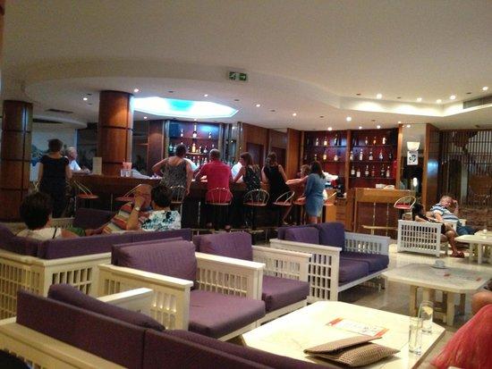 Belair Beach Hotel: Bar