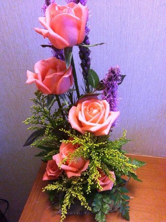Empress Hotel: Weekly flowers