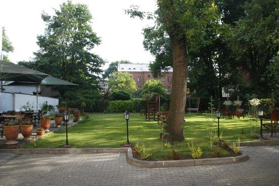 Yarden Aparthotel by Artery Hotels: Garden area