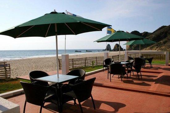El Faro Escandinavo Beach Hotel: Terraza