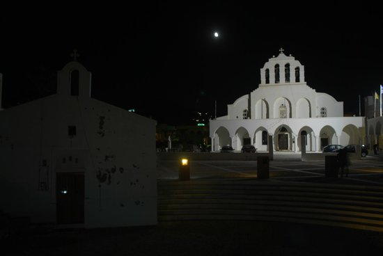 Greek Orthodox Cathedral: la piazza e la chiesa