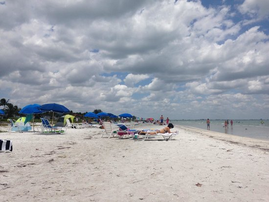Sanibel Moorings: beach