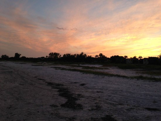 Sanibel Moorings Resort : sunset