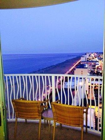 Hilton Virginia Beach Oceanfront: View from ocean view room.