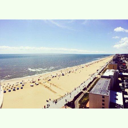 Hilton Virginia Beach Oceanfront: View from ocean view balcony.