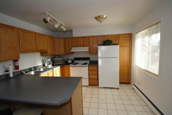 Anchorage Corporate Suites: Well Stocked Kitchen