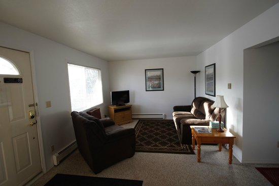 Anchorage Corporate Suites: Comfortable Living Room