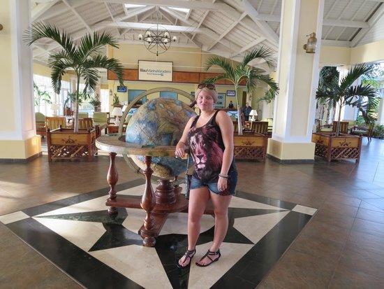 Blau Marina Varadero Resort: Center of main lobby