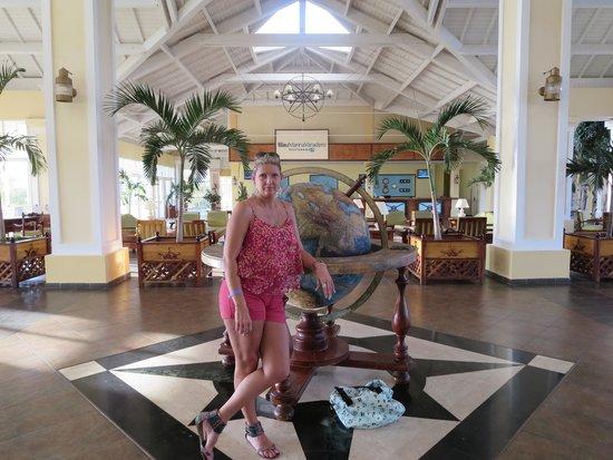 Blau Marina Varadero Resort: Myself in the main lobby