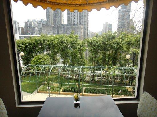 Pousada de Mong-Ha: View from the dining room into the garden