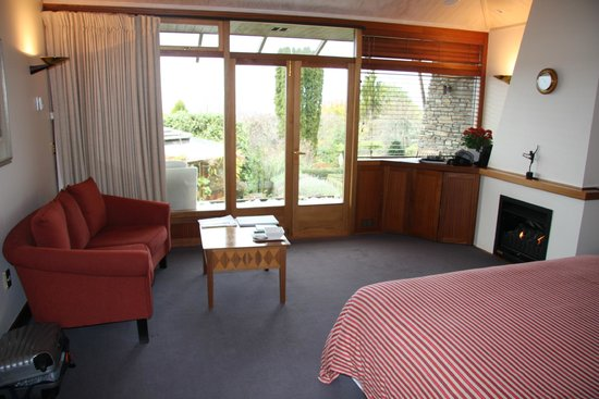 Lake Taupo Lodge: view of part of the suite