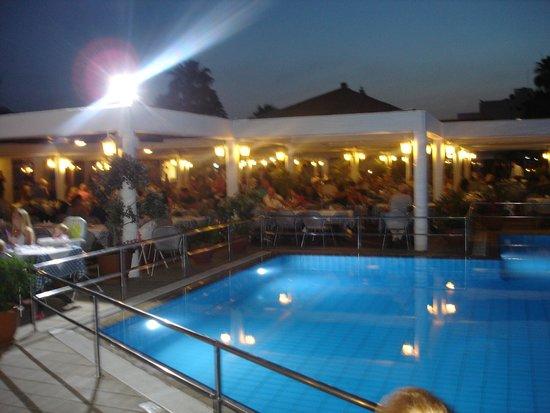 Atlantica Aeneas Hotel: buffet restaurant