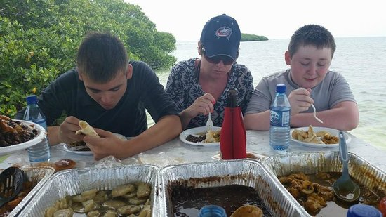 Cari'Bean Tours Belize : Amazing preparation of the day's catch