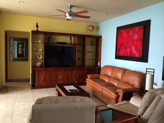 Ixchel Beach Hotel: Rm 2601 living room