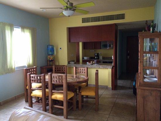 Ixchel Beach Hotel: Rm 2601 dining area