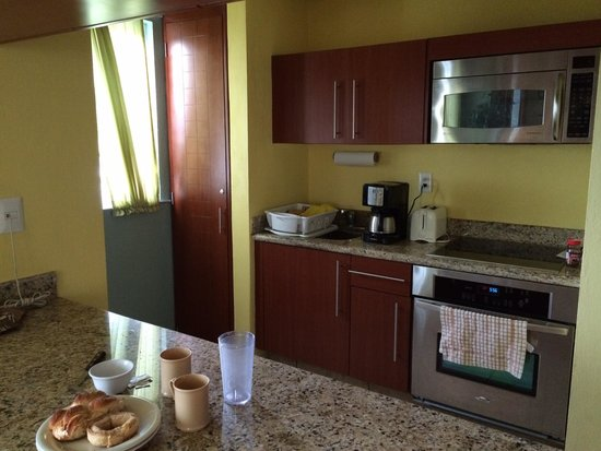 Ixchel Beach Hotel: Rm 2601 kitchen