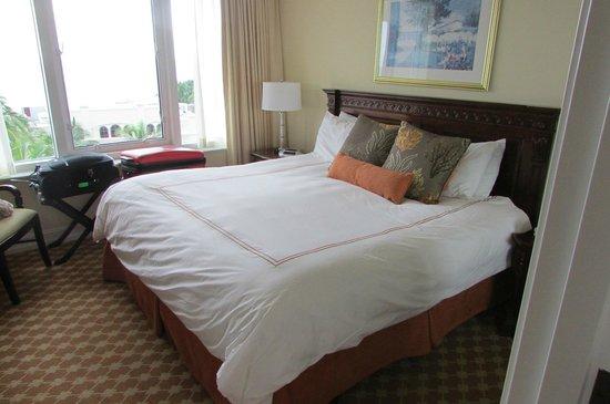 Marco Beach Ocean Resort: room
