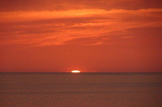 Marco Beach Ocean Resort: sunset view from room
