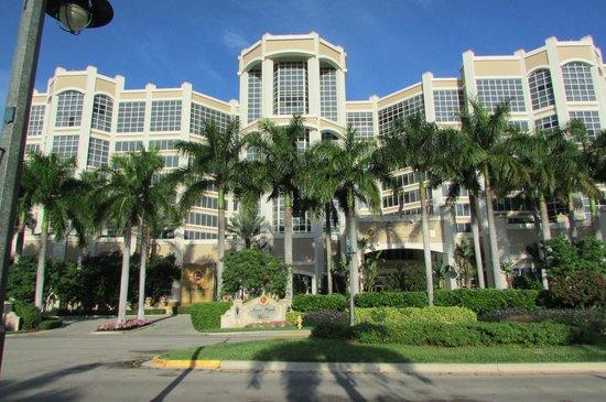 Marco Beach Ocean Resort : front of hotel