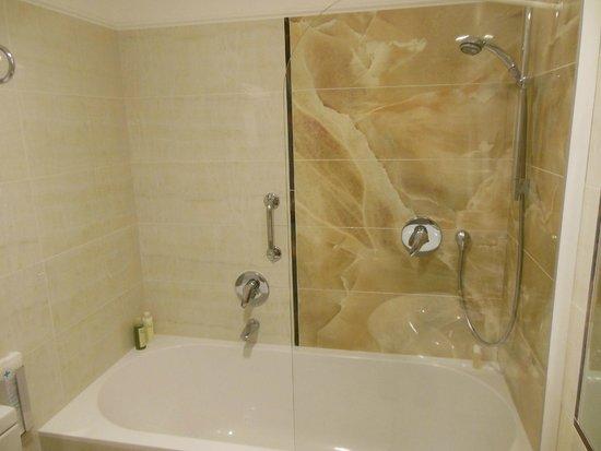 Hotel Silla: Bathroom