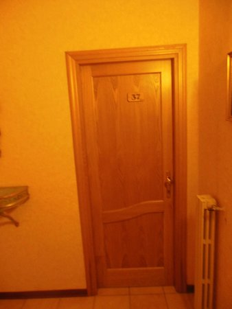 Hotel Silla: Door to Room #37