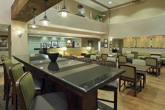 Hampton Inn & Suites Alexandria: Common Area