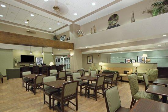 Hampton Inn & Suites Alexandria: Dining Area