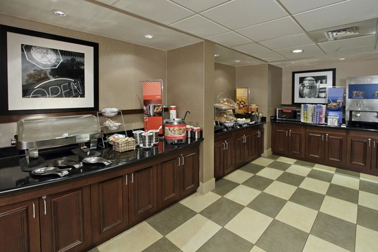 Hampton Inn & Suites Alexandria: Breakfast Area